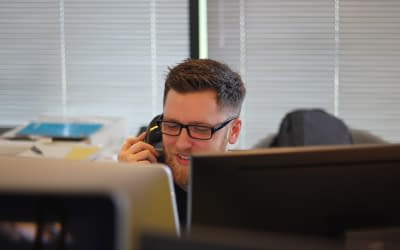 Τηλεφωνητής | Γιατί μία επαγγελματική παραγωγή βελτιώνει την εικόνα της εταιρείας σας
