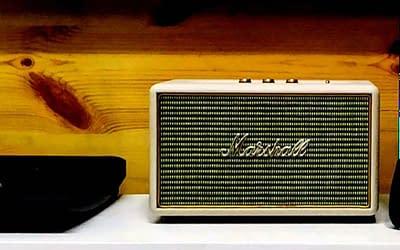 Ήξερες για τα ιδιαίτερα ραδιοφωνικά σποτ που ακούγονται -ξανά- αυτές τις μέρες;